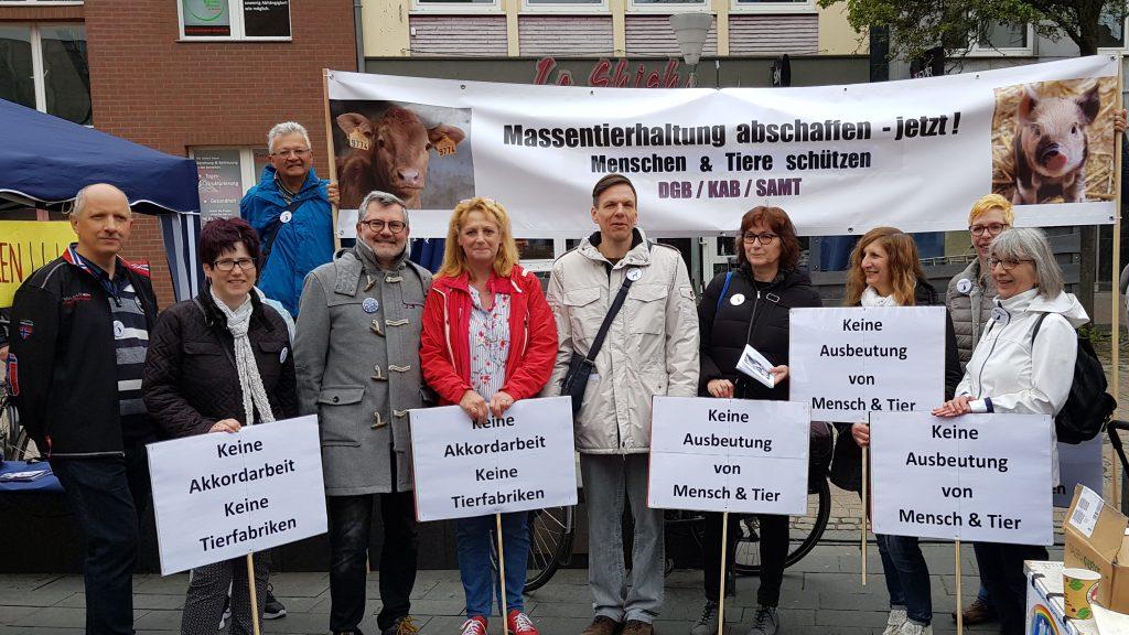 Teilnehmer an Kundgebung zum 1. Mai