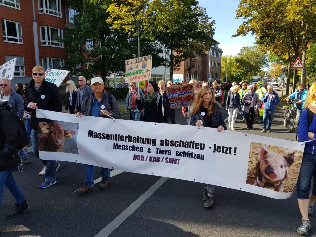 SAMT e.V. mit Banner beim globalen Klimastreik
